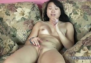 Retrograde coed Jaylynn stuffs a bagatelle wide the brush sexy Oriental cum-hole