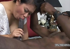 Curvy cutie Kiwi Ling is on their way knees with an increment of sucking dick